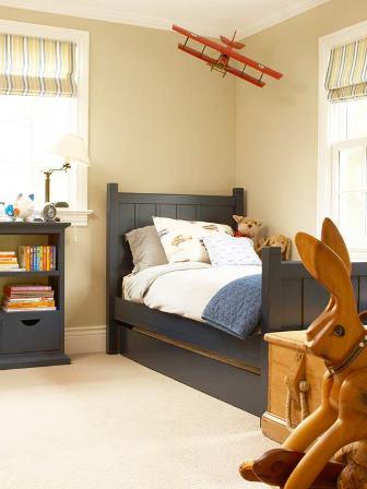camera amenajata simplu ca si camera pentru copii
