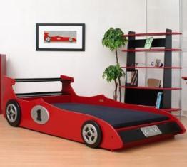 model de dormitor pentru copii cu pat masinuta