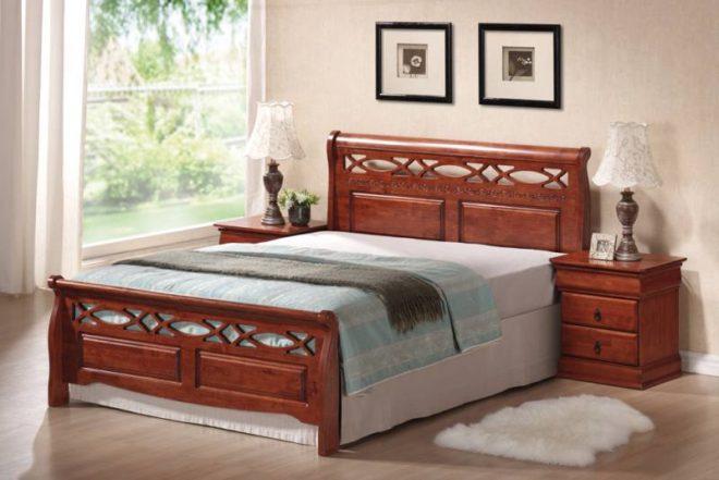 pat din lemn cu finisaj cires