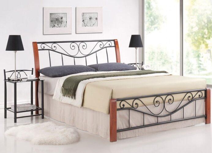 pat metalic negru cu lemn de cires